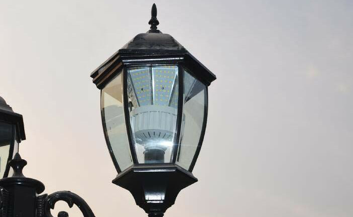 LED Post Top Retrofit Lamps for Road Light in Italy